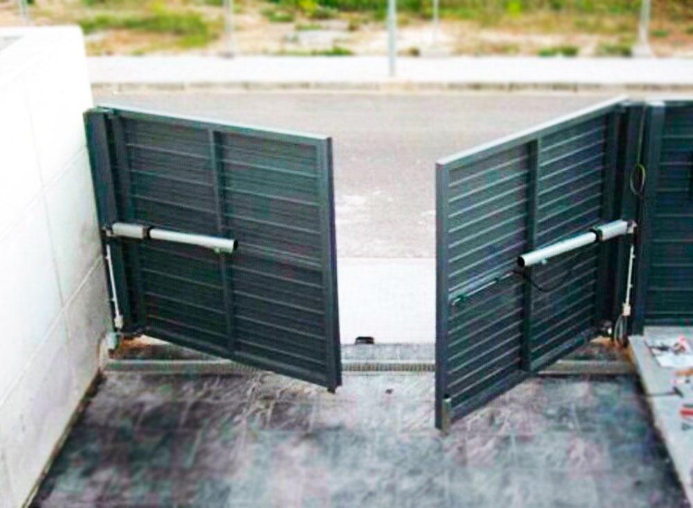 Puerta batiente residencial autom tica puertas for Tipos de garajes