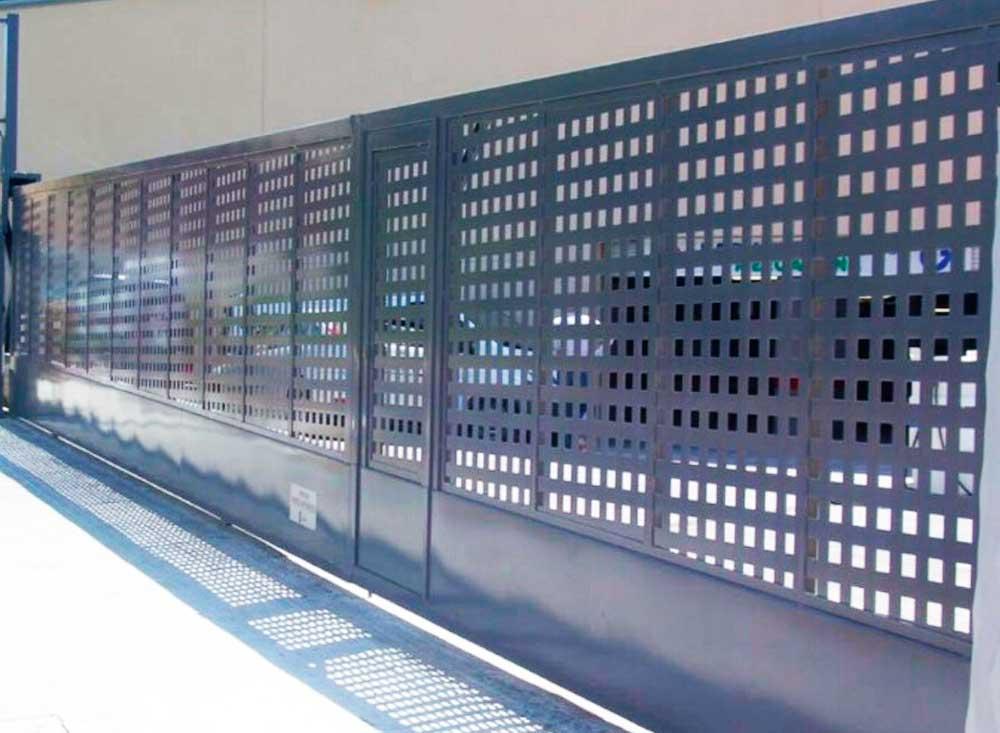 Puerta corredera industrial puertas autom ticas merino for Puerta industrial