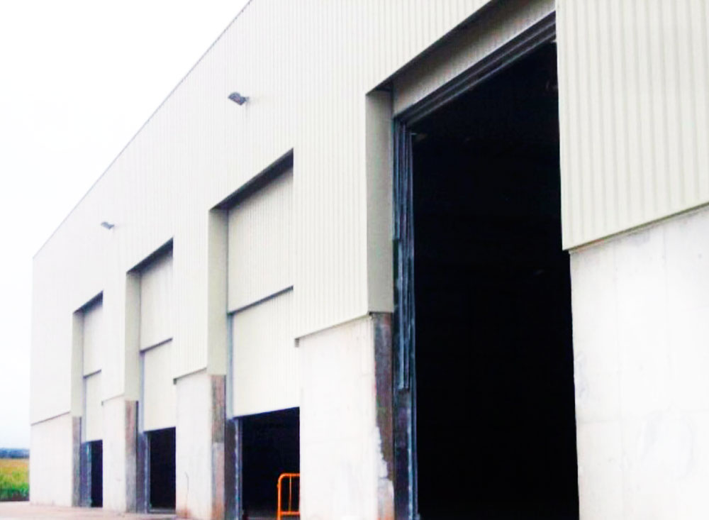 Puerta guillotina industrial autom tica puertas for Puerta guillotina