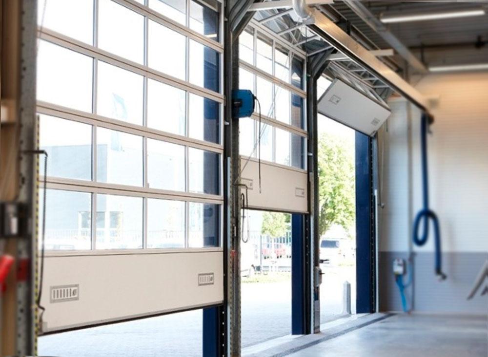 Puerta r pida industrial autom tica puertas automatismos for Puerta industrial