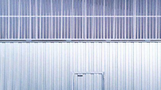 Puerta Basculante Industrial Automática de grandes dimensiones - Puertas Merino
