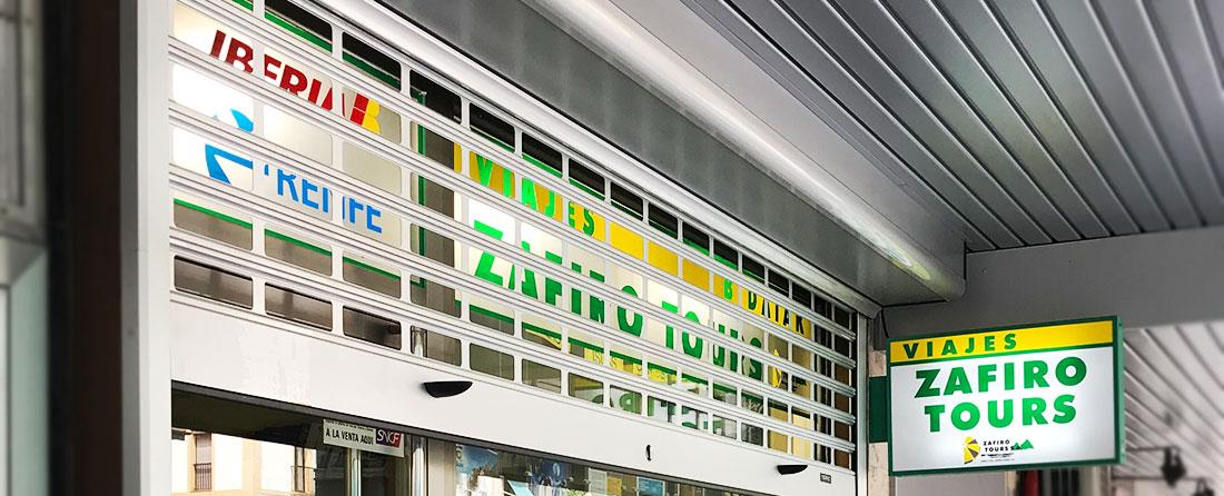 Persiana metálica para comercios y tiendas - Agencia Viaje Renteria - Zafiro Tours - Puertas Merino