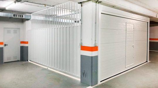 Puerta Seccional de garaje con cierre fijo lateral